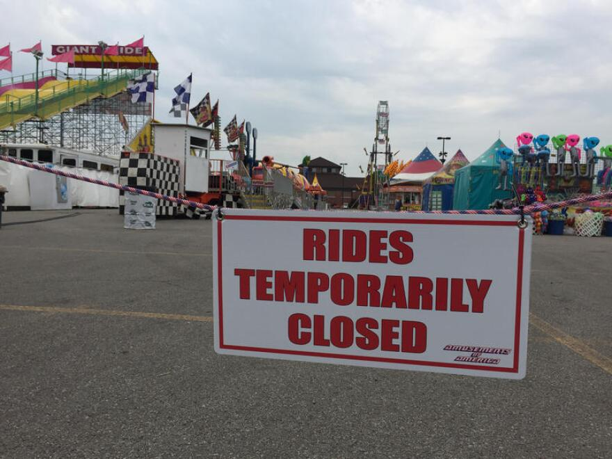 photo of rides closed sign