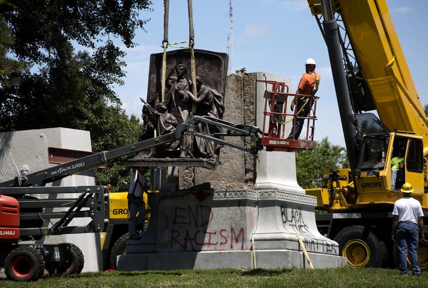 Removal of Confederate memorial in Forest Park in 2017