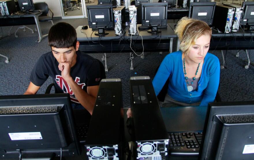 INEWS208-OnlineSchool_0.jpg