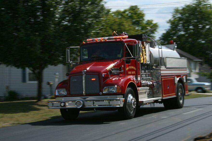 800px-2008-08-22_Swepsonville_fire_truck_rushing.jpg