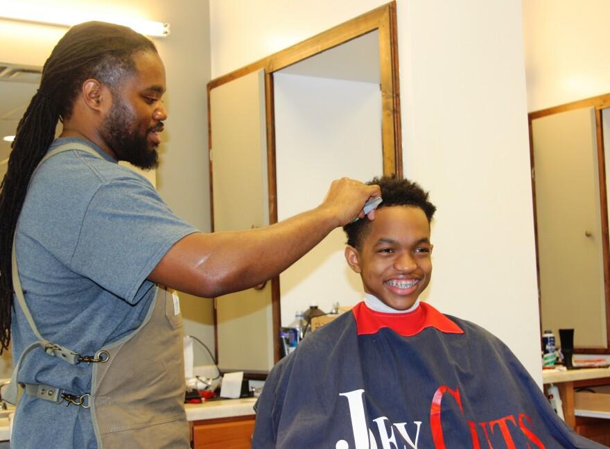 joey_cutting_hair_0.jpg