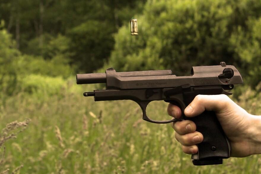 gun_hand_cartridge_eject.jpg