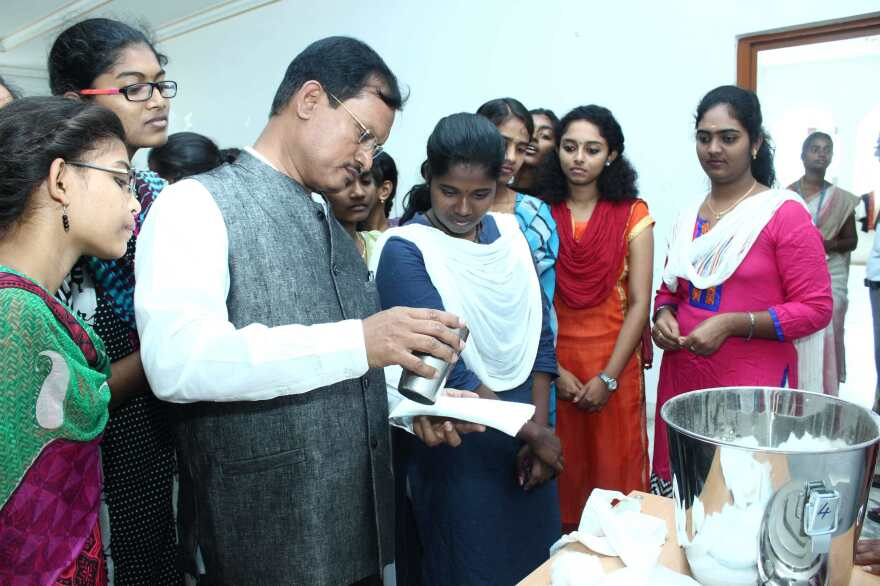 Muruganantham speaks with students about his menstruation pad machine.