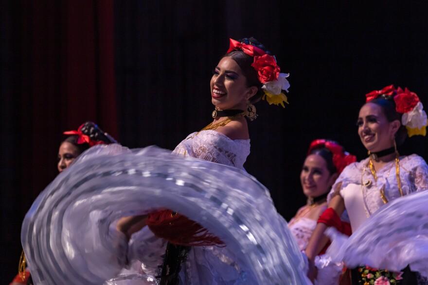 mve18_ballet_folklorico_utrgv.jpg