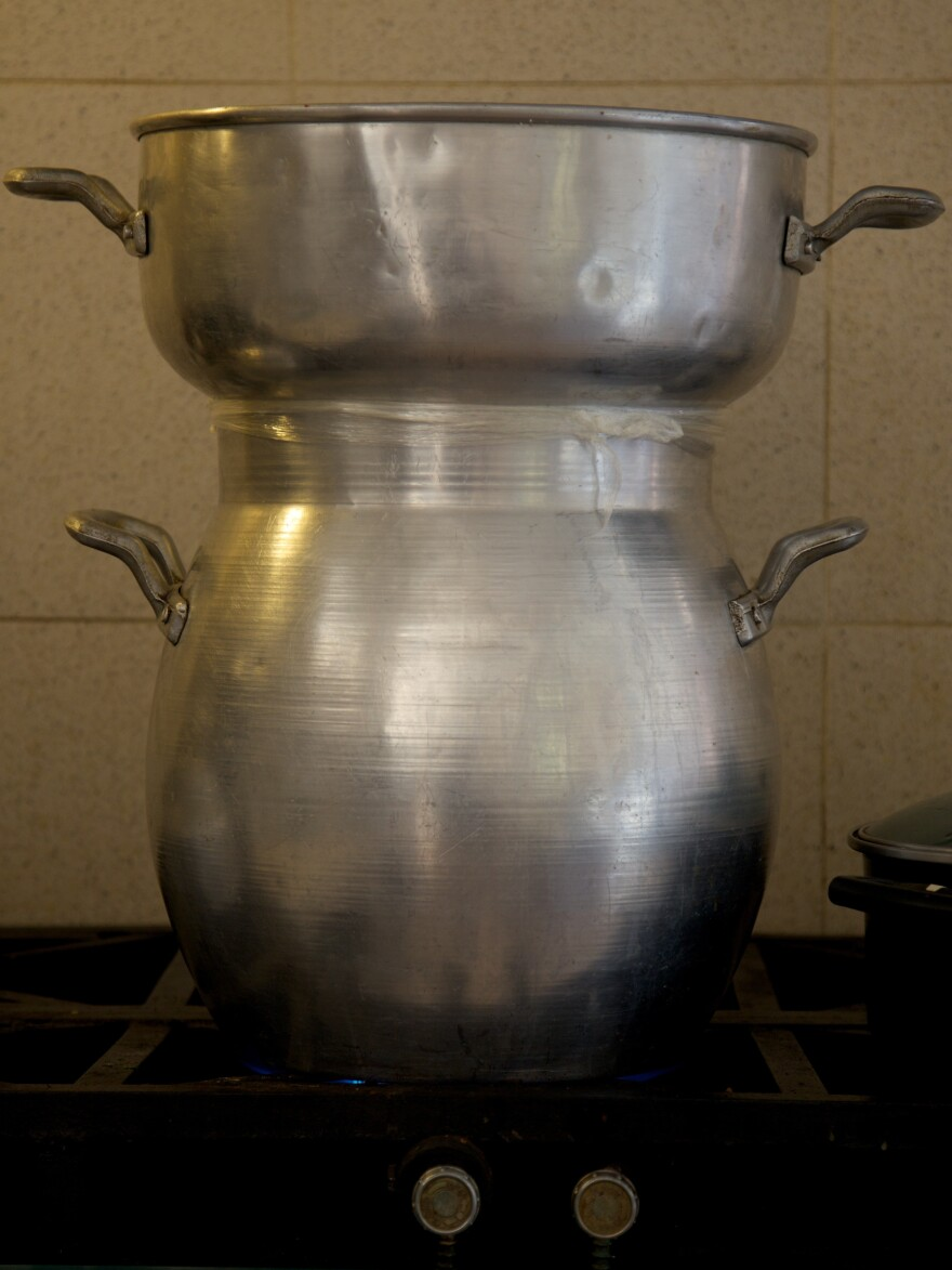 A double-tiered <em>couscoussier</em> used to cook couscous.