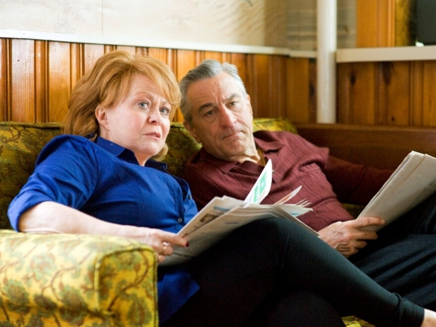 After spending time in a institution, Pat moves in with his parents (Jacki Weaver and Robert De Niro) while he tries to repair his relationship with his wife.