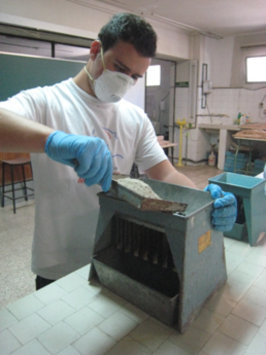 Pepe Cuenca working with biomass ashes at the University of Granada in 2010.