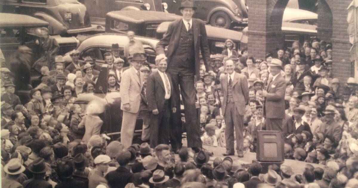 Remembering Alton's beloved Robert Wadlow, tallest man ever, a century  after his birth | St. Louis Public Radio