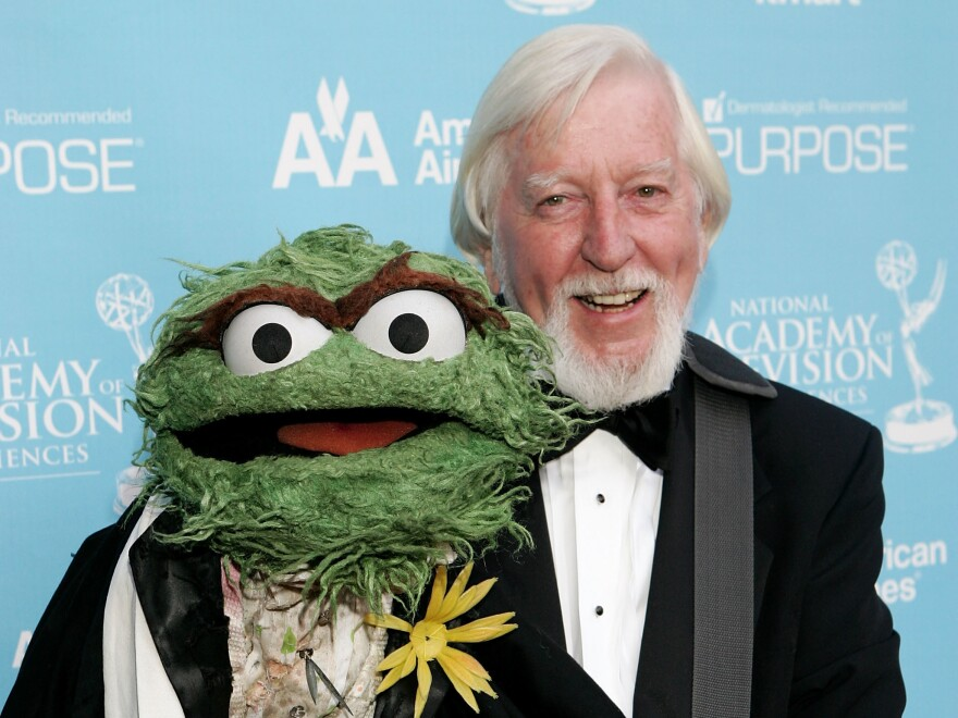 Caroll Spinney and Oscar the Grouch at the Daytime Emmy Awards in 2007. After some 50 years on <em>Sesame Street,</em> Spinney is retiring.