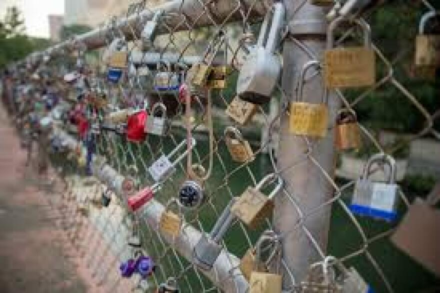 love_lock_bridge.jpg