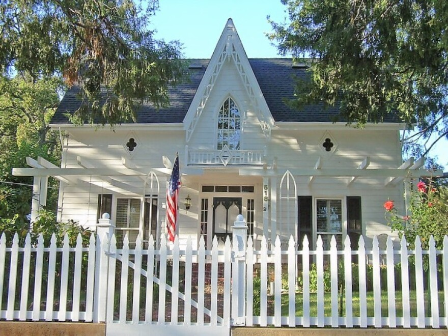 house_white_picket_fence.jpg