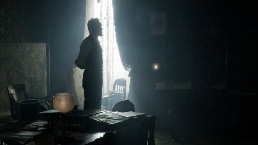 Daniel Day-Lewis takes on one of America's most famous presidents in <em>Lincoln</em>.
