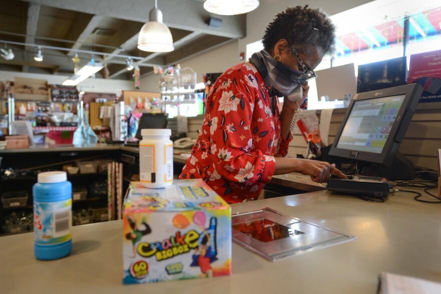 050620_Kimberly Harris_owner New Dime Store_by Carlos Moreno.jpg