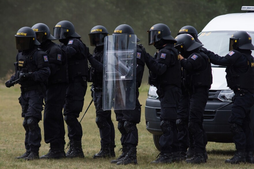 riot_police_scary.jpg