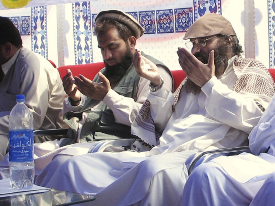An alleged plotter of Mumbai attacks, Pakistani Zaki-ur-Rehman Lakhvi, center, prays with Syed Salahuddin, chief of Hezbul Mujahedeen at a rally on June 28, 2008, in Muzaffarabad, Pakistan. A court in Pakistan ordered Lakhvi to be freed.