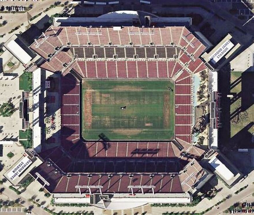 Raymond_James_Stadium_aerial.jpg