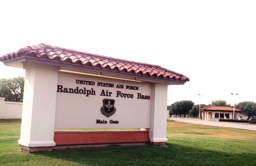 Randolph_Air_Force_Base_sign_and_main_gate.jpg