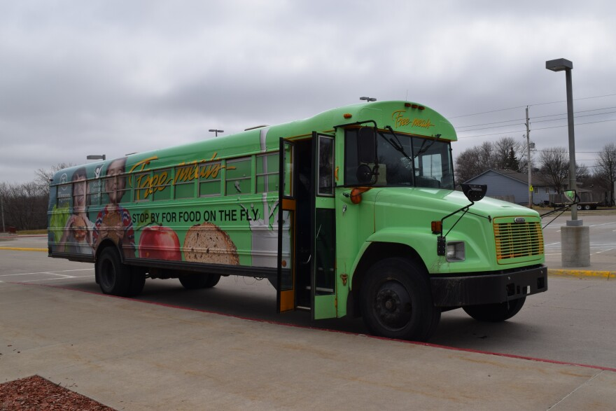 Sioux_City_Meal_Bus.jpg