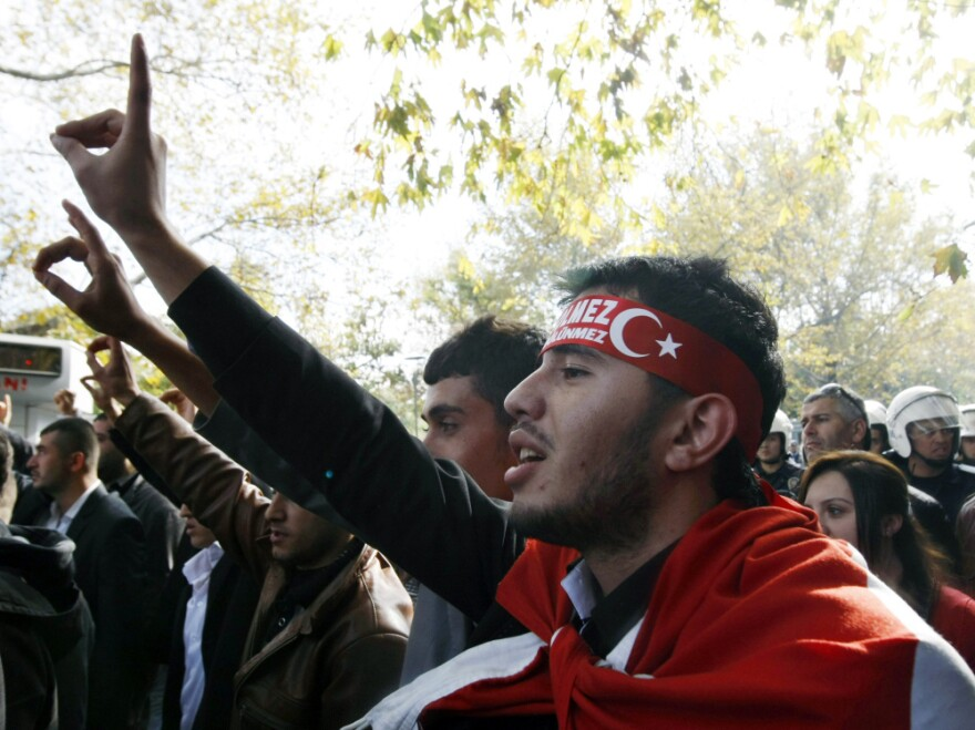 <p>Thousands of Turks march Sunday in the streets of the capital, Ankara, to denounce the killing of 25 soldiers by the PKK.</p>