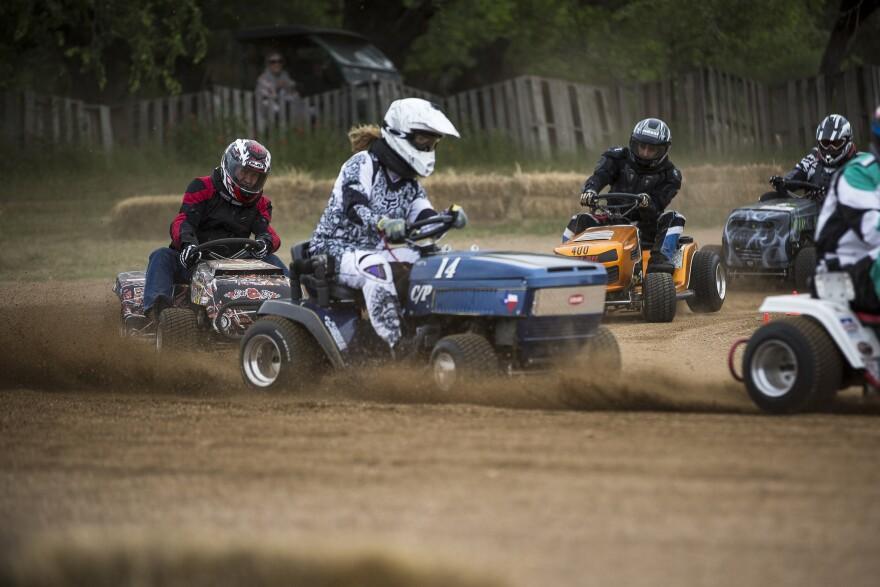 lawnmower-racing-1.jpg