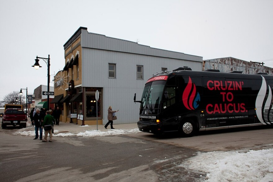 Cruz_Iowa_Tour_Bus_jpg_800x1000_q100.jpg