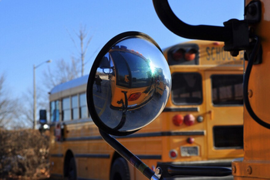schoolbushorizontal400FlickrCast_a_Line.jpg