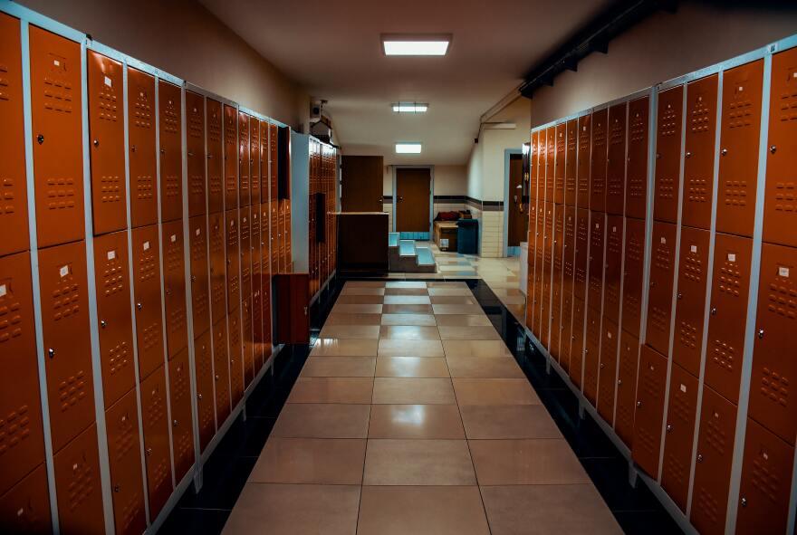 pexels_ubeyde_oral_lockers