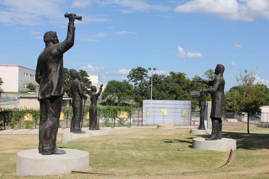 Juneteenth_Memorial_Monument_-_George_Washington_Carver_Museum_-_Austin_Texas.jpg