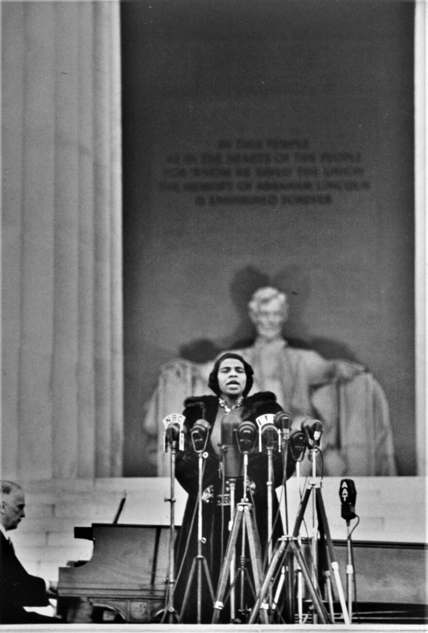 marian_anderson_singing_licoln_memorial_with_lincoln_and_pianist_long_0.jpg