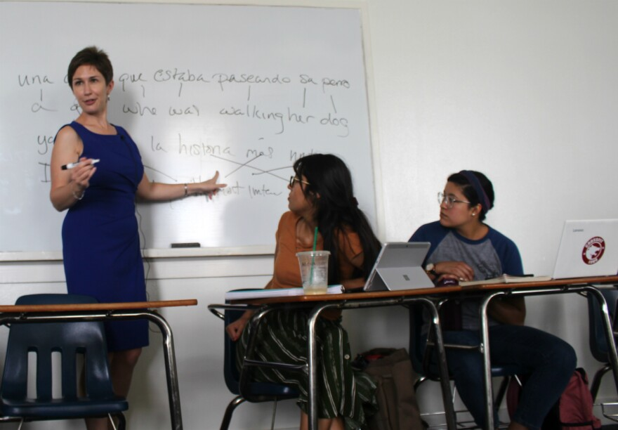 St. Mary's University Professor Meghann Peace shows students how Spanglish speakers follow the syntax rules of both Spanish and English when they code switch on Sept. 23, 2019.