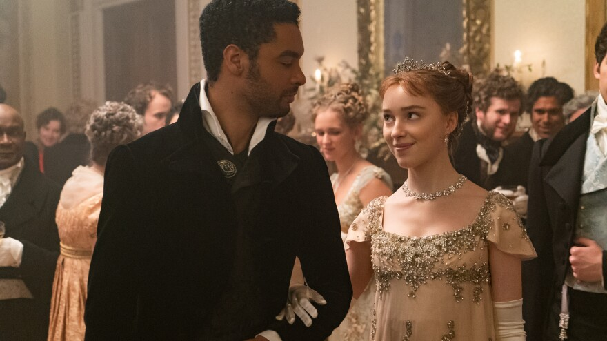 Regé-Jean Page and Phoebe Dynevor as the hot duke and Daphne in Netflix's <em>Bridgerton</em>.