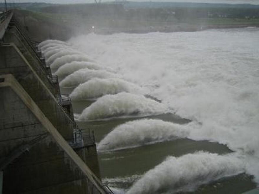 Gavins Point Dam via Flickr-USACEPublicAffairs-Jay Woods.jpg