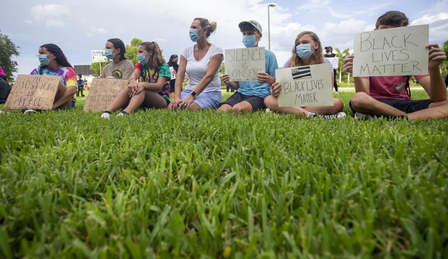Naples Protest18.JPG