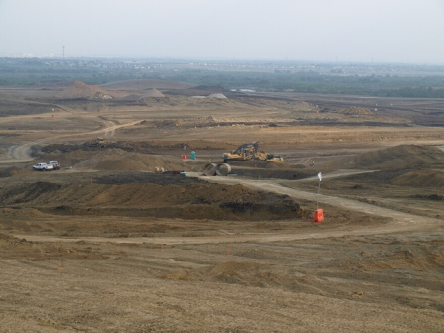 F1_Construction_courtesy_Circuit_of_the_Americas_June_2011.jpg