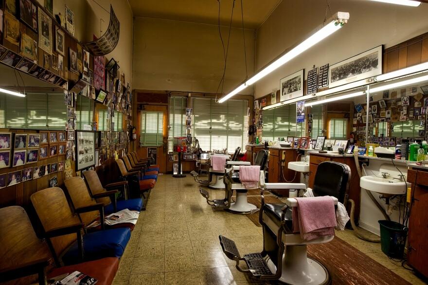 barbershop-1612726_1920.jpg