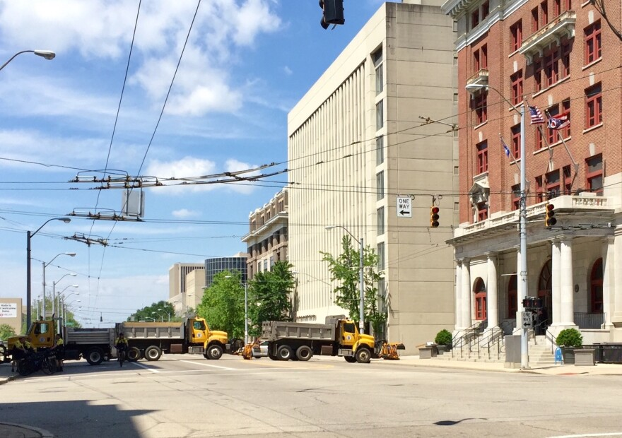 On May 25, police barricaded streets and used heavy vehicles to stop traffic from entering the area around Courthouse Square.