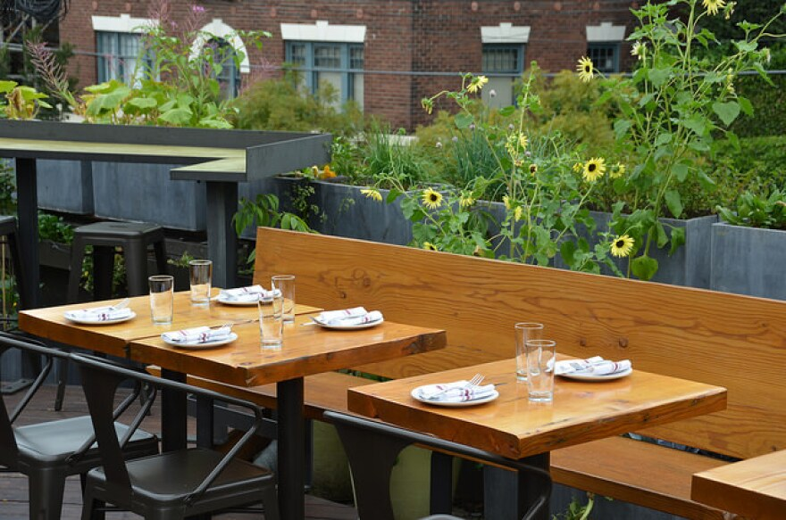 Food Critics The Best Alfresco Dining Spots In Kansas City In 2017 Kcur 89 3 Npr In Kansas City Local News Entertainment And Podcasts Today's post is part 2 of a lawrence locales: alfresco dining spots in kansas city