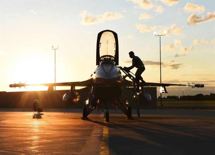 f-16_night_fighter_readied.jpg