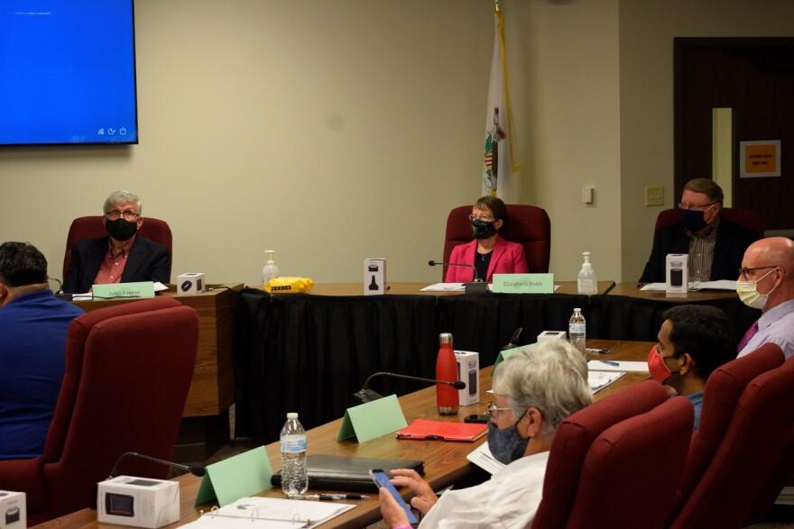 Judges seated at redistricting meeting