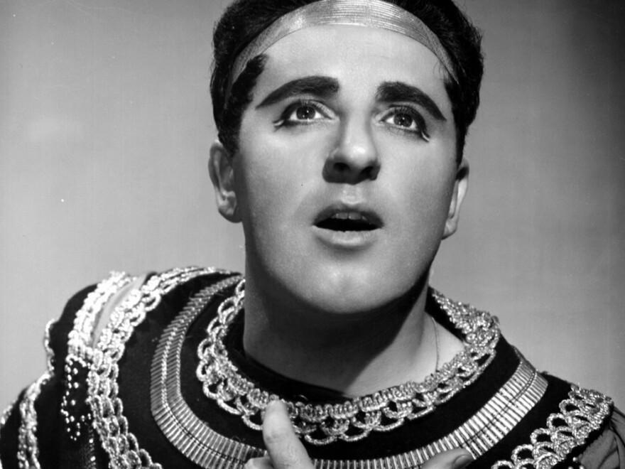 Tenor Carlo Bergonzi as Radames in Verdi's <em>Aida</em> in 1956, the year of his Metropolitan Opera debut.