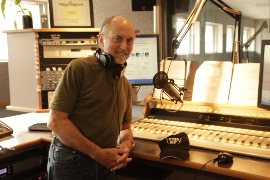 Shakin' Dave Hussong will retire after nearly 37 years on the air at WYSO.