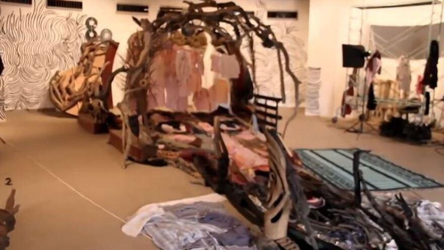Behind the scenes of the installation portrait of Sotigui Kouyate.