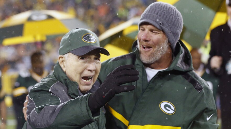 Brett Favre (right) stands with Bart Starr at a 2015 Green Bay Packers game.