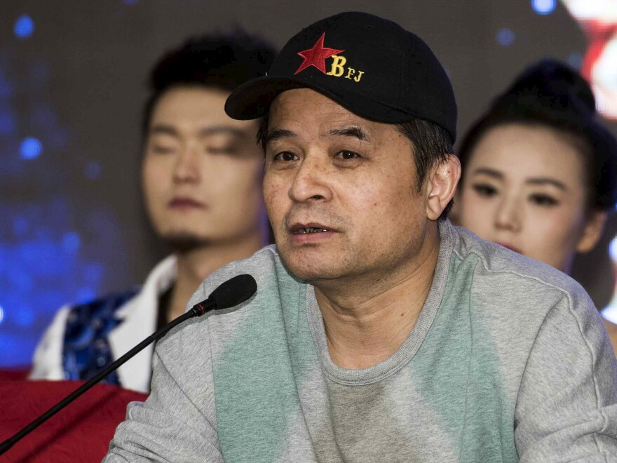 Bi Fujian, an anchor of China Central Television (CCTV), speaks during a news conference in Beijing, in 2013. Bi has publicly apologized for remarks he made at a private dinner that were critical of the late communist leader Mao Zedong.