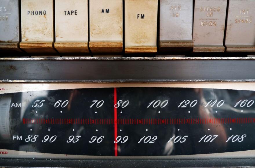 vintage radio_0.jpg