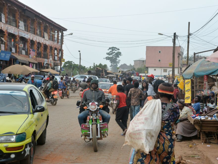A food market in Bamenda, Cameroon, in November 2017. Authorities say nearly 80 children were abducted by armed men from a school near the city on Sunday night.
