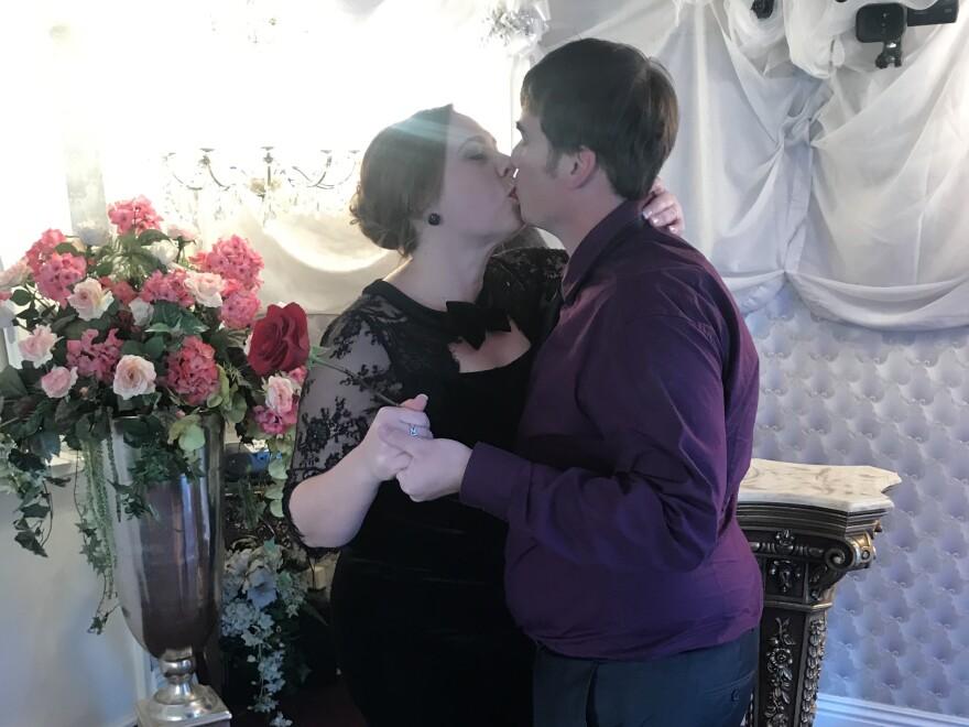 Australian couple Rachel and Michael Black renew their vows on their around-the-world honeymoon trip.