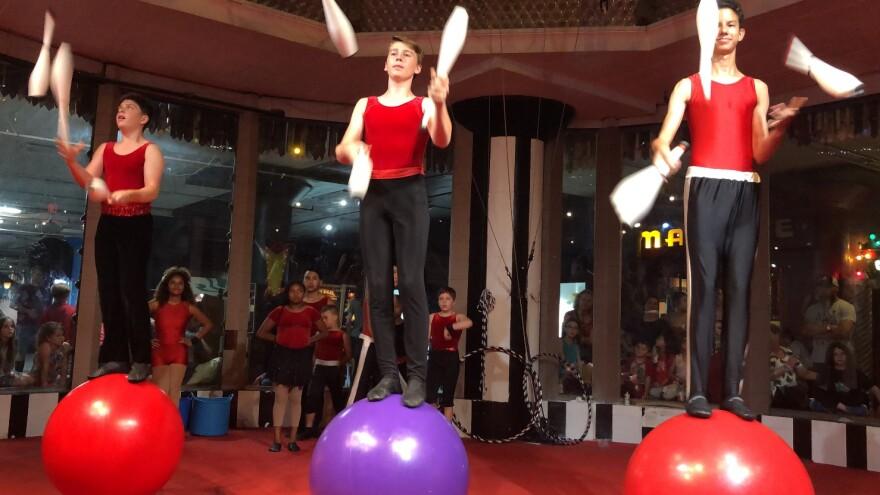 Circus Harmony and Escuela Nacional de Circo de Puerto Rico teach kids juggling and trapeze as well as acrobatic feats.