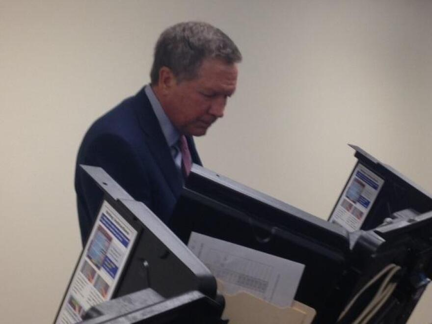 Governor Kasich votes in March 2016 primary