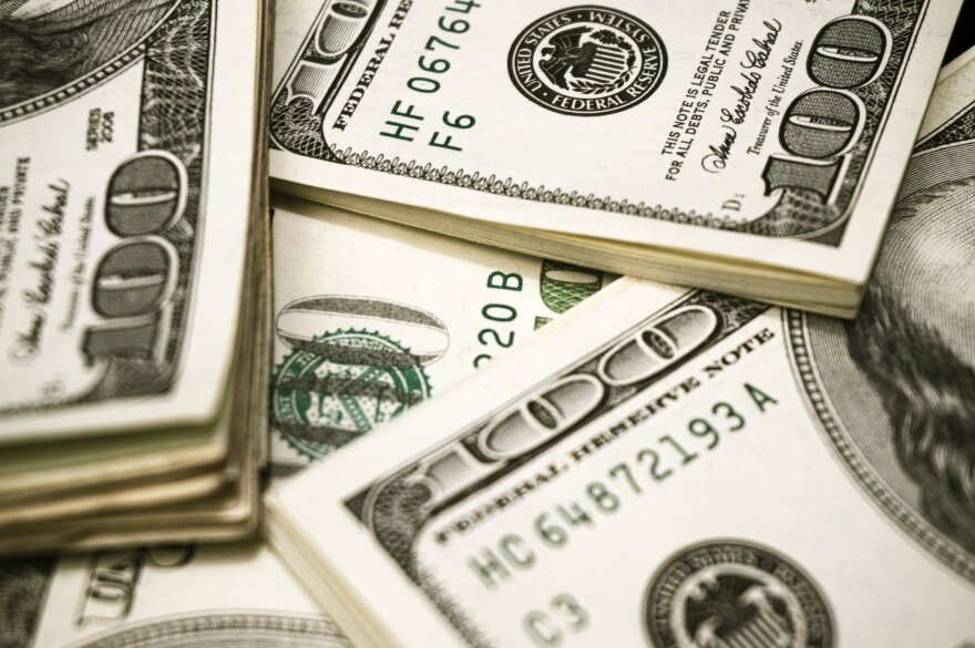 Floridians could get another round of $1,200 stimulus payments and the $600-a-week federal unemployment benefits could be extended through January.